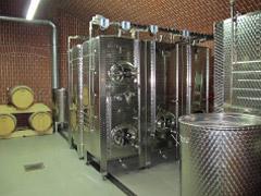 moderní vybavení na výrobu vína